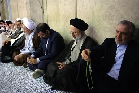 رضایی با گردن کج برای گدایی از رهبر کودتا به مراسم تنفیذ آمده است